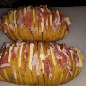 Hasselback aardappelen met bacon en boter