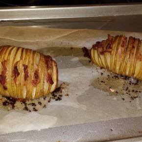 Hasselback aardappelen: een uur roosteren op 200 graden C