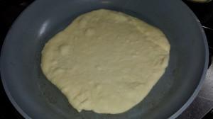 Het deeg rijst zodra het de pan in gaat
