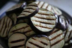gegrilde aubergines voor melanzane alla parmigiana
