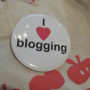 I love blogging button